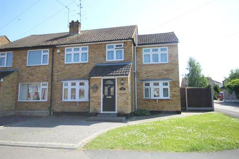3 bedroom semi-detached house for sale - Meadgate Avenue, Great Baddow, CHELMSFORD, Essex