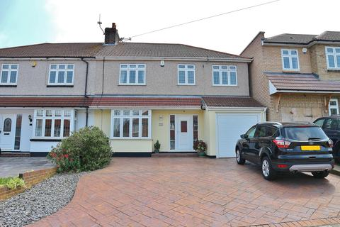 4 bedroom semi-detached house for sale - Manor Way, Barnehurst, Kent, DA7 6JN
