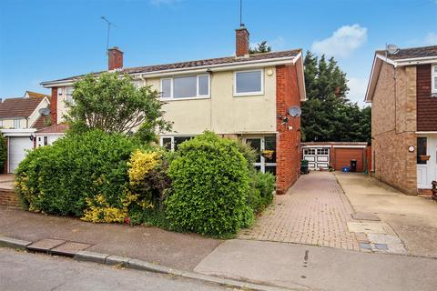 3 bedroom semi-detached house for sale - Crown Way, Southminster
