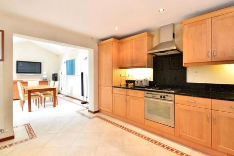 3 bedroom terraced house to rent - Condray Place, Battersea, London