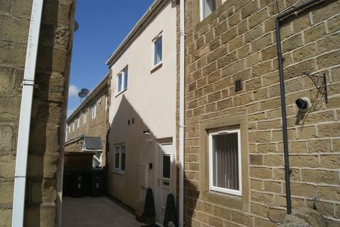 3 bedroom apartment to rent - Manywells Court, Cullingworth