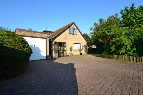 4 bedroom chalet for sale - Olive Road, New Costessey