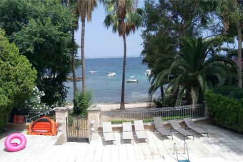 2 bedroom apartment  - Apartment Directly On The Beach, Illetas, Mallorca