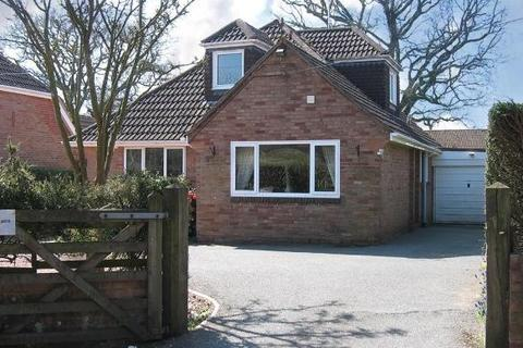 3 bedroom bungalow to rent - Woodbury - A beautiful 3 bed chalet bungalow. Available immediately