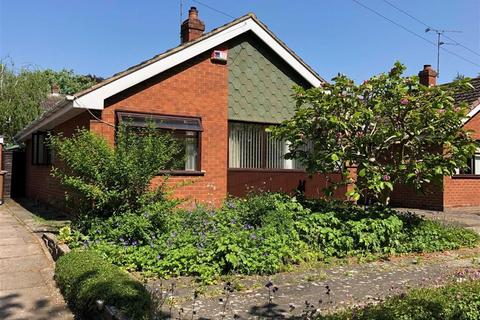 2 bedroom detached bungalow for sale - Millwalk Avenue, Stone