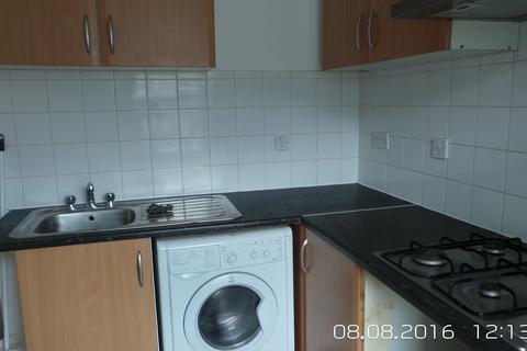 2 bedroom flat to rent - 45A Deen Court, London E1
