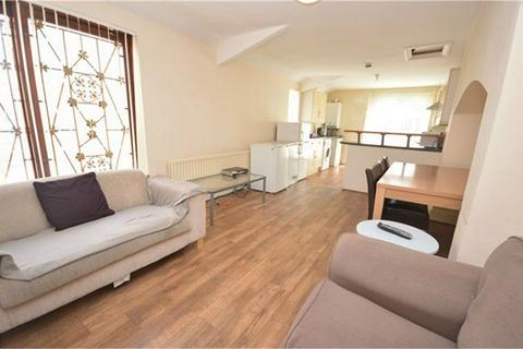 7 bedroom terraced house to rent - Egerton Street, Close to City Centre, Sunderland, Tyne and Wear