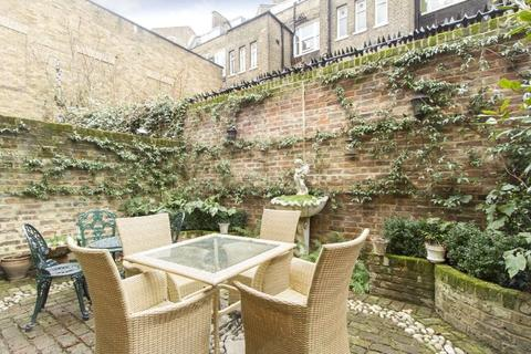 3 bedroom house to rent - Chenies Mews, London, WC1E