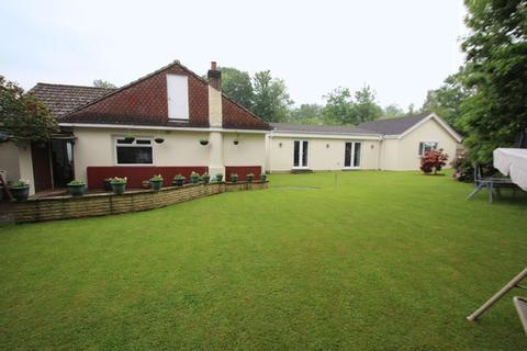 5 bedroom detached bungalow for sale - Birch Close, Tonbridge