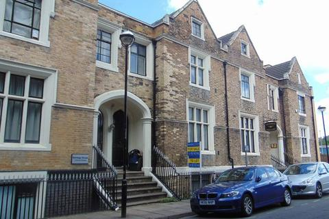 6 bedroom terraced house for sale - Brook Street, Stoke-On-Trent
