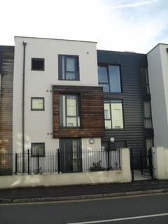2 bedroom flat to rent - Hewlett Road, Cheltenham
