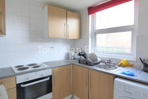 5 bedroom maisonette to rent - Mowatt Close, London