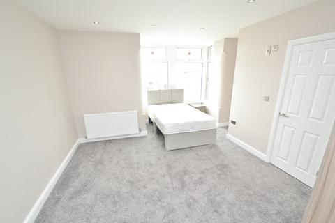 6 bedroom house share to rent - Leeds Old Road, Bradford