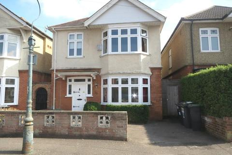6 bedroom detached house to rent - Heathwood Road, Winton, Bournemouth