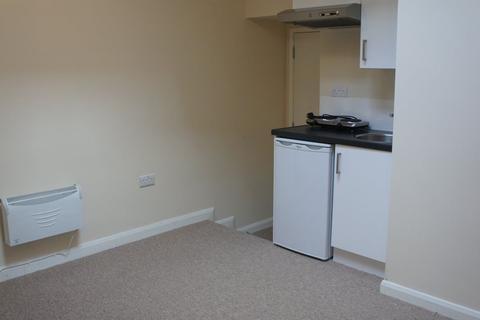 Studio to rent - Middle Street - P1166