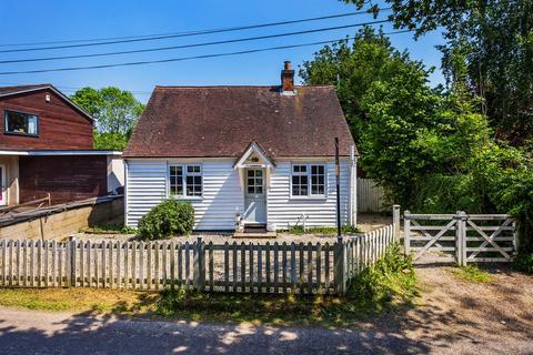2 bedroom detached bungalow for sale - Pootings Road, Crockham Hill, TN8