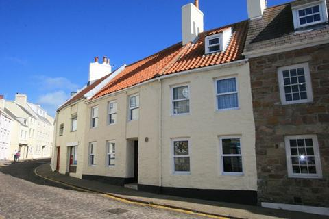 3 bedroom townhouse to rent - High Street, Alderney GY9