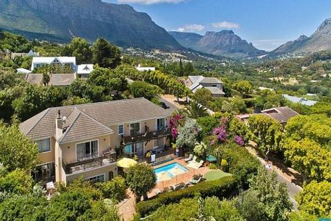 10 bedroom house  - Nooitgedacht Drive, Hout Bay, South Africa