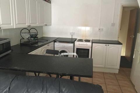 4 bedroom property to rent - Park Street, Pontypridd