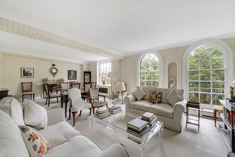 4 bedroom flat for sale - Lowndes Square, London. SW1X