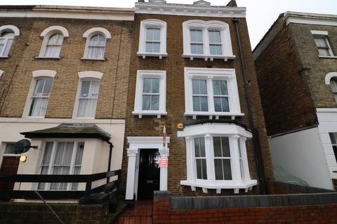 3 bedroom apartment for sale - Mulkern Road, London