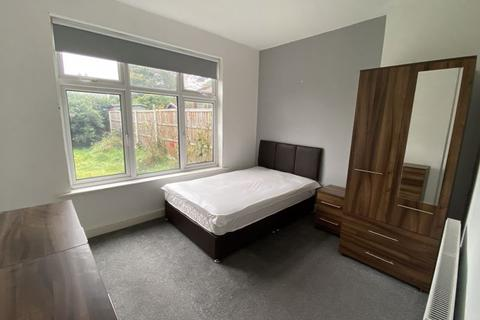 1 bedroom in a house share to rent - Large double bedrooms and single room, all bills included available now!