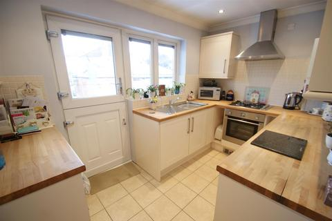 2 bedroom detached bungalow for sale - Richmond Drive, Rayleigh