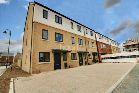 4 bedroom terraced house to rent - Goldcrest Way