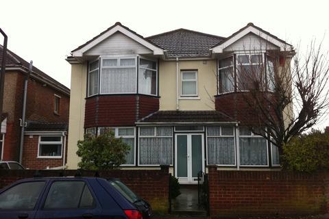 8 bedroom property to rent - Uppershaftesbury Avenue, Highfield, Southampton, SO17