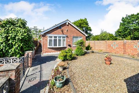 2 bedroom detached bungalow for sale - Laburnum Drive, Hull