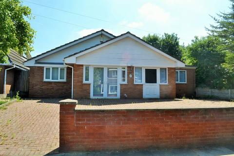 5 bedroom detached bungalow for sale - Aldrins Lane, Netherton