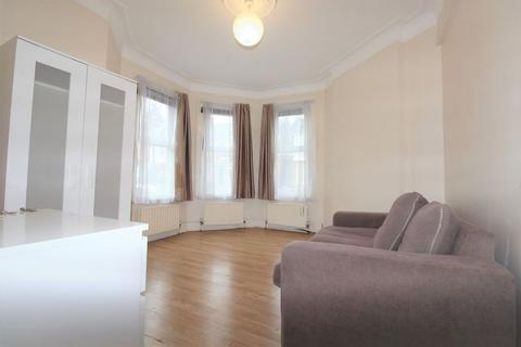 4 bedroom terraced house to rent - Meads Road, Wood Green, N22