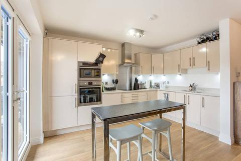 4 bedroom apartment to rent - Chilton Grove, London, SE8