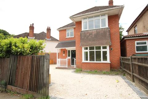 3 bedroom detached house for sale - Refurbished Detached Family Home Lordswood Road