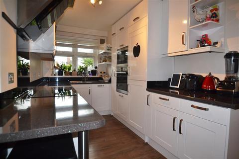 3 bedroom apartment for sale - Hartfield Road, Wimbledon