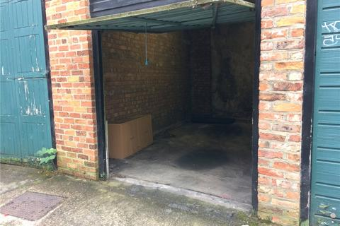 House to rent - Garage 2, Trinity Lane, York, YO1