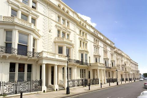 2 bedroom flat for sale - Palmeira Square, Hove, East Sussex