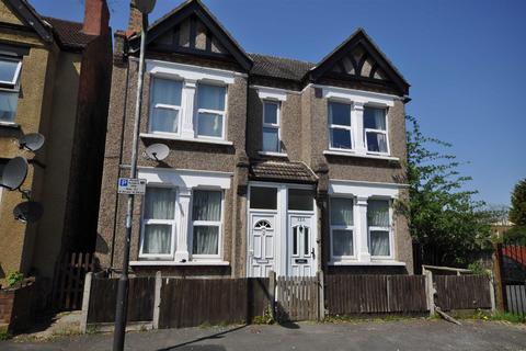 2 bedroom maisonette to rent - East Gardens, Colliers Wood