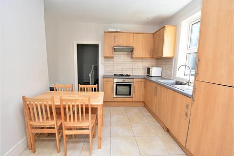 2 bedroom maisonette to rent - Boundary Road, Colliers Wood, London