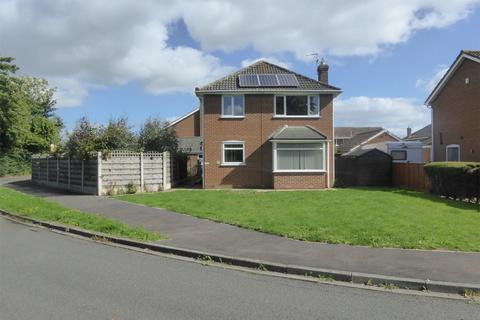 4 bedroom detached house for sale - Park Close, Skelton, York