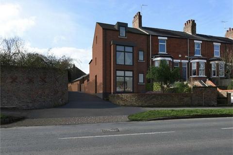 4 bedroom end of terrace house for sale - Huntington Road, Monkgate, York