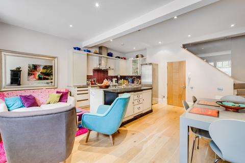 3 bedroom mews to rent - Princes Mews, London