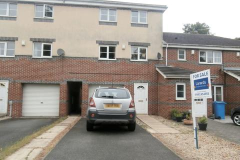 3 bedroom townhouse for sale - St. Bartholomews Way, Hull