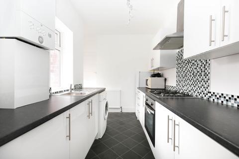3 bedroom flat to rent - Danby Gardens, Heaton, Newcastle Upon Tyne