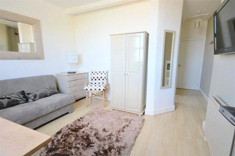 Studio to rent - Palace Gates Road, Alexandra Park, London, N22