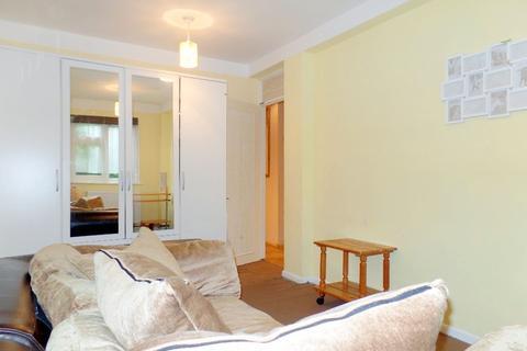 2 bedroom flat to rent - Ashfield House. Brompton Pool House B28