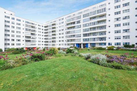 3 bedroom flat for sale - Marine Drive, Brighton, , BN2