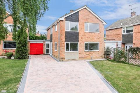 4 bedroom detached house to rent - Brackendale Grove, Harpenden, Hertfordshire