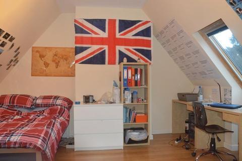 6 bedroom semi-detached house to rent - Calver Close, Nottingham