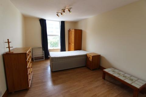 Studio to rent - Citadel Road, The Hoe, Plymouth